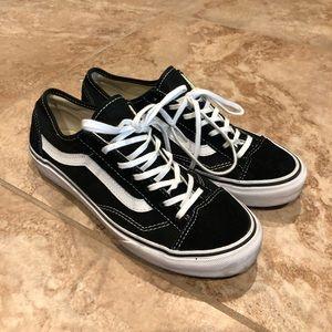 LIGHTLY WORN black & white old school style VANS